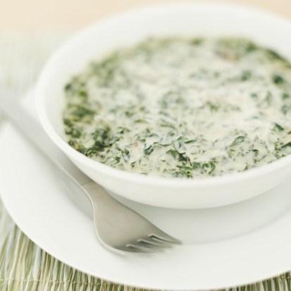 Летний холодный суп из зелени и кефира