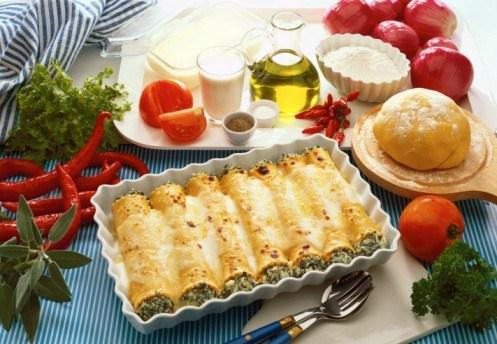 Слоеные трубочки с начинкой из сыра и шпината
