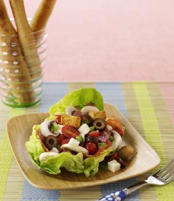 Салат с грибами, салями и сыром
