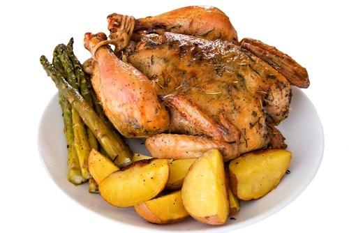 Курица, фаршированная говядиной и клюквой