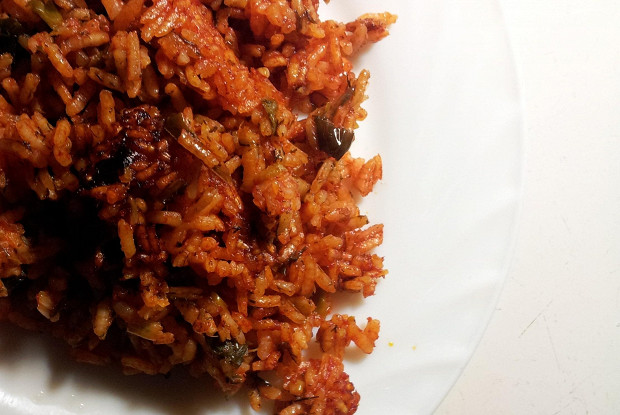 Рис с чесноком и луком-пореем в соусе сальса