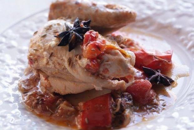 Пряный цыпленок с йогуртом и помидорами