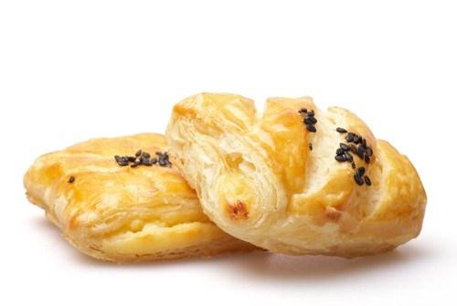 Пряные булочки из слоеного теста в микроволновой печи