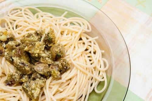 Спагетти карбонара с курицей и грибами