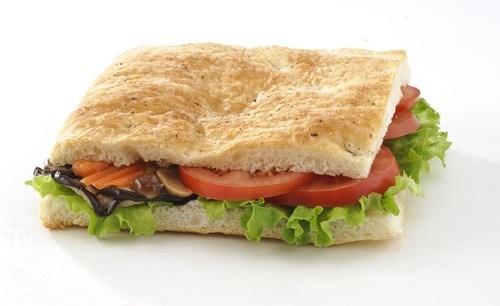 Горячие сэндвичи с грибами и томатами