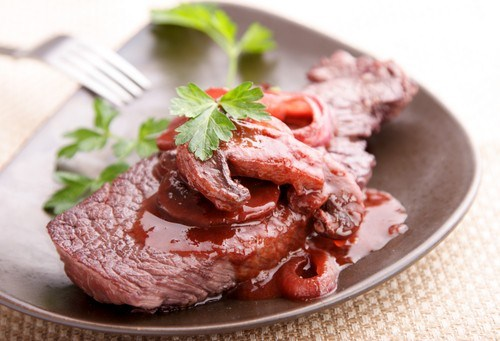 Горячий грибной соус с красным вином и тимьяном к мясу