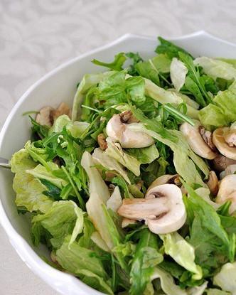 Грибной салат с латуком и тимьяном