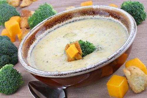 Суп из брокколи и манго с имбирем