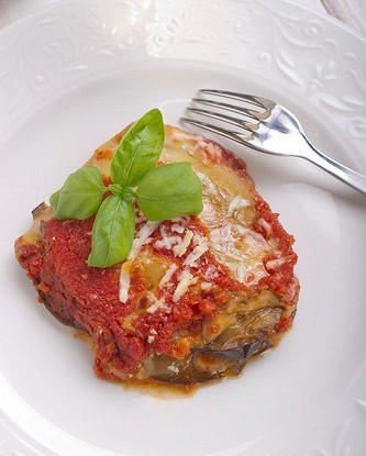 Запеченные баклажаны с соусом маринара под корочкой из пармезана (Melanzane alla Parmigiana)