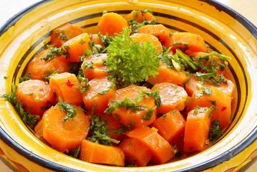 Морковь в кленовом сиропе со свежим укропом