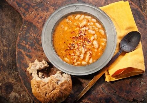Тыквенный суп с фасолью и чили