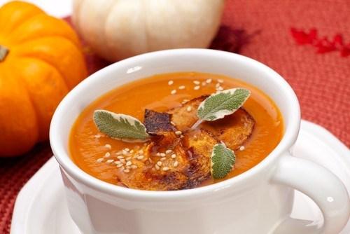 Тыквенный крем-суп с кокосовым молоком, карри и кумином
