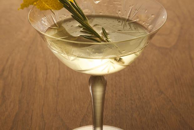 Коктейль «Копченый мартини» (Smoky Martini)