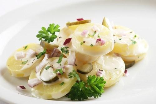 Картофельный салат с грецкими орехами и эстрагоном