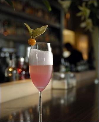 Новогодний коктейль с розовым шампанским