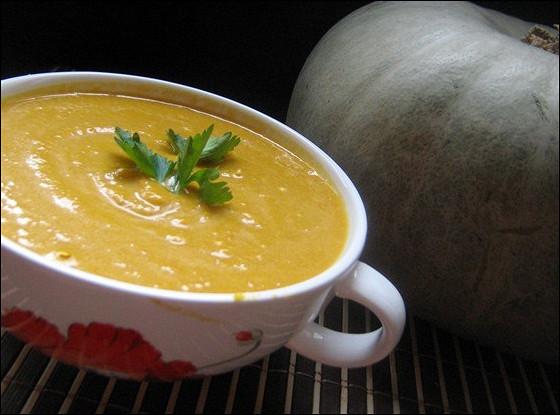 Тыквенный суп-пюре с сыром и гренками