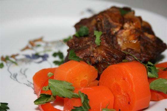 Ароматная баранина с сельдереем и морковью