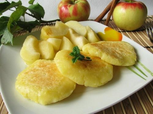 Яблочные блины с лимонной цедрой