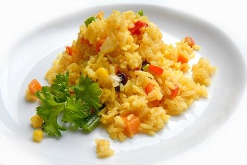 Рис с овощами, паприкой и тимьяном