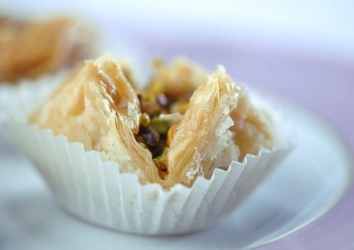 Пирожки из теста фило с начинкой из баклажанов, фисташек и феты
