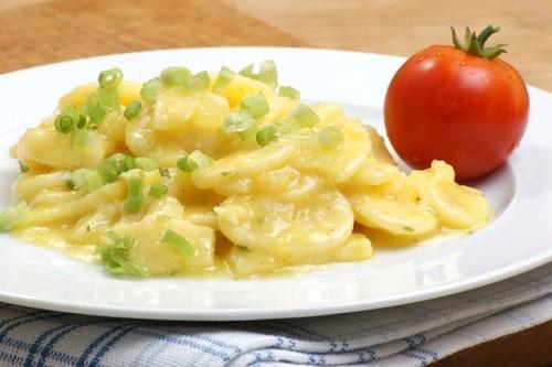 Салат из молодого картофеля с зеленым луком