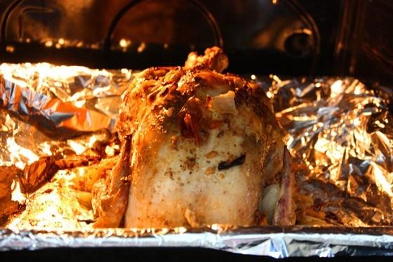 Цыпленок, фаршированный рисом и цукатами