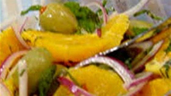 Салат из апельсина с крымским луком