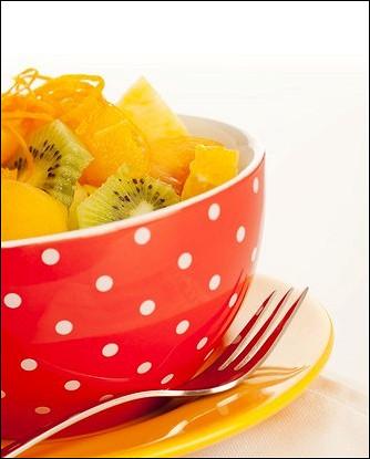 Легкий салат из ананаса и киви