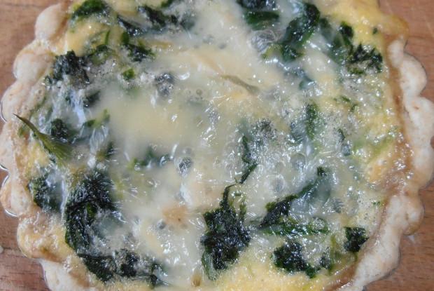 Ореховая тарталетка с горгонзолой и шпинатом