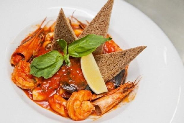 Соте из морепродуктов в томатном соусе
