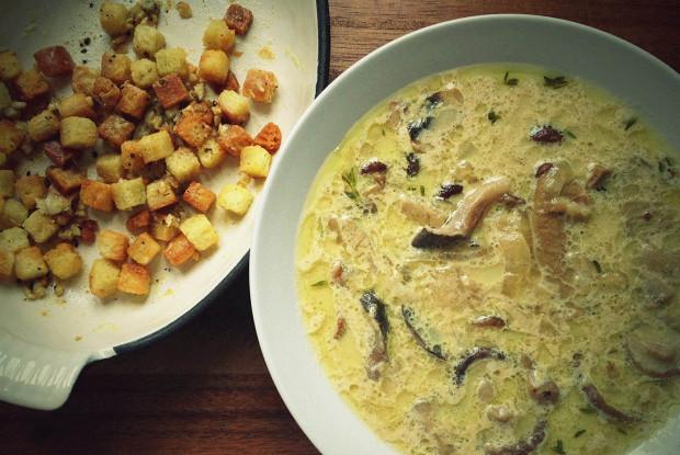 Суп с лесными грибами и сливками