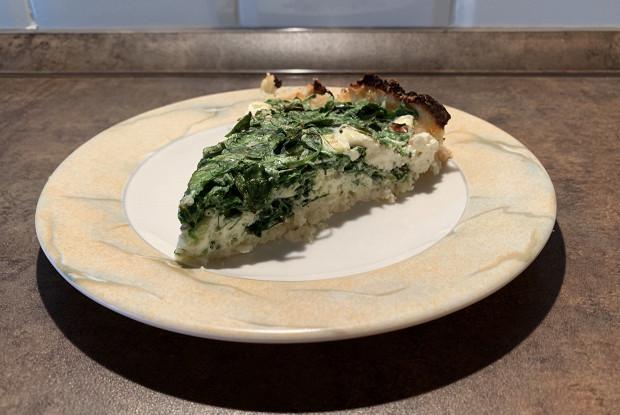 Пирог со шпинатом и фетой на тесте из цветной капусты