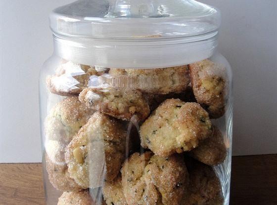 Чесночное печенье с соевым соусом