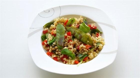 Салат из булгура с корном и молодым горошком
