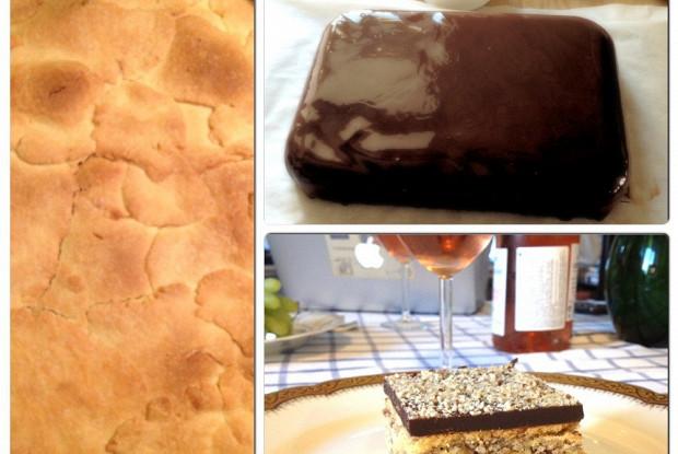 Песочный шоколадный торт с начинкой из взбитых белков и орехов