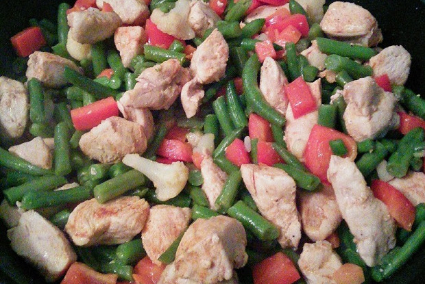 Курица со стручковой фасолью и болгарским перцем