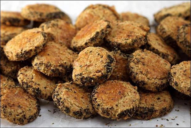 Печенье с пармезаном и прованскими травами