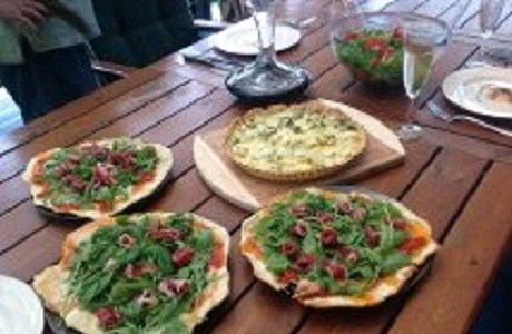 Пицца с пармской ветчиной и рукколой