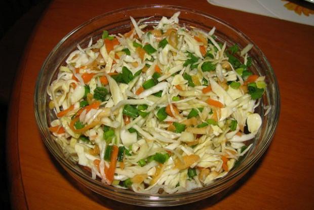 Капустный салат со сладким перцем и луком