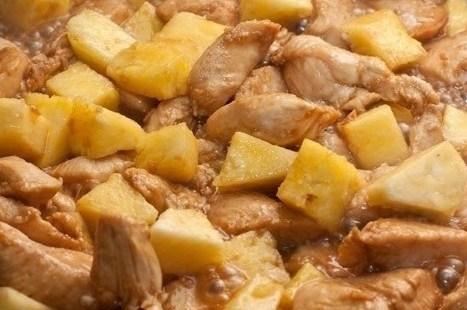 Курица с ананасами и лаймом
