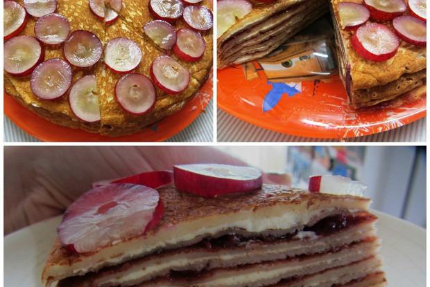 Чиз-кейк из тонких блинов с клубничным джемом