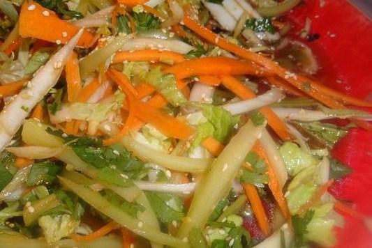 Салат овощной микс с азиатской заправкой