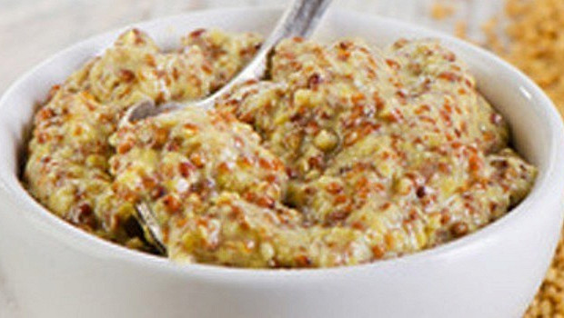Горчичный соус с чили, луком и сливками
