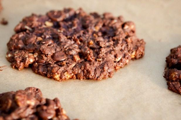 Двойное шоколадное печенье с грецкими орехами