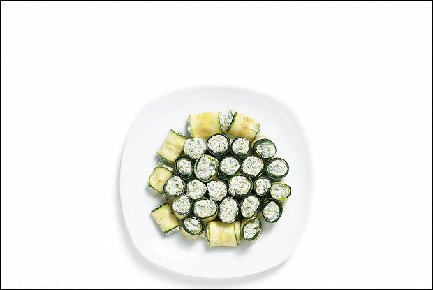 Роллы из цукини с сыром из домашнего йогурта