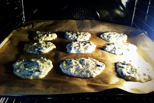 Овсяное печенье с сухофруктами и шоколадными каплями