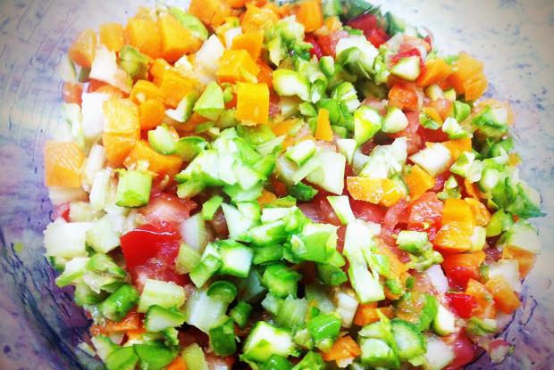 Вегетарианский кабачок, фаршированный сезонными овощами и пармезаном