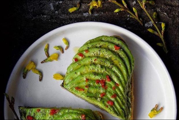 Тост с авокадо и гуакамоле