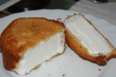 Жареное мороженое в панировочных сухарях