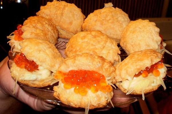 Тарталетки с сырной начинкой и икрой